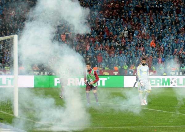 Trabzonspor - Fenerbahçe maçı tatil edildi 15