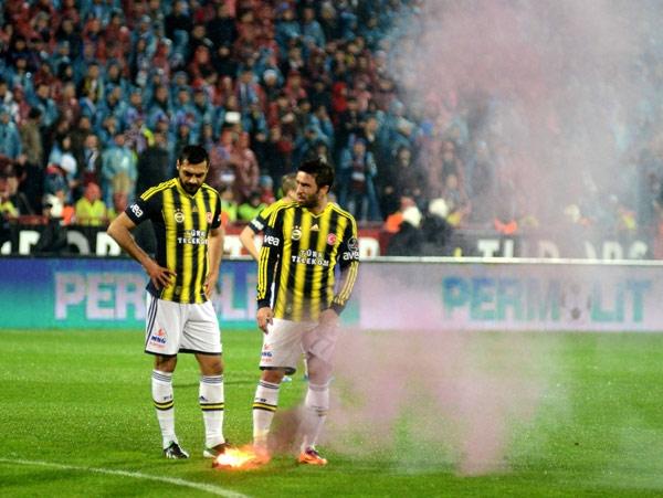 Trabzonspor - Fenerbahçe maçı tatil edildi 16
