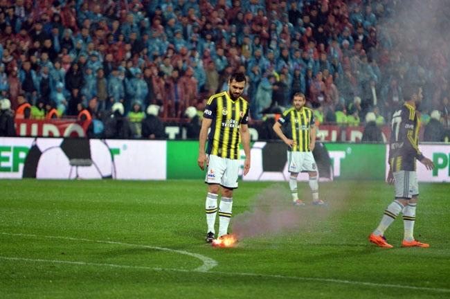 Trabzonspor - Fenerbahçe maçı tatil edildi 2