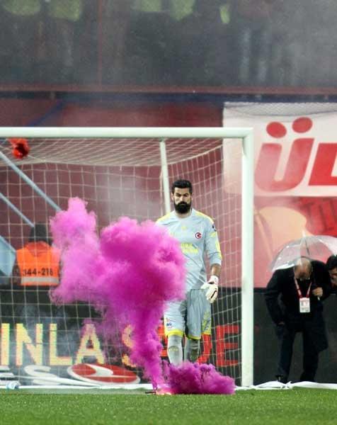 Trabzonspor - Fenerbahçe maçı tatil edildi 20