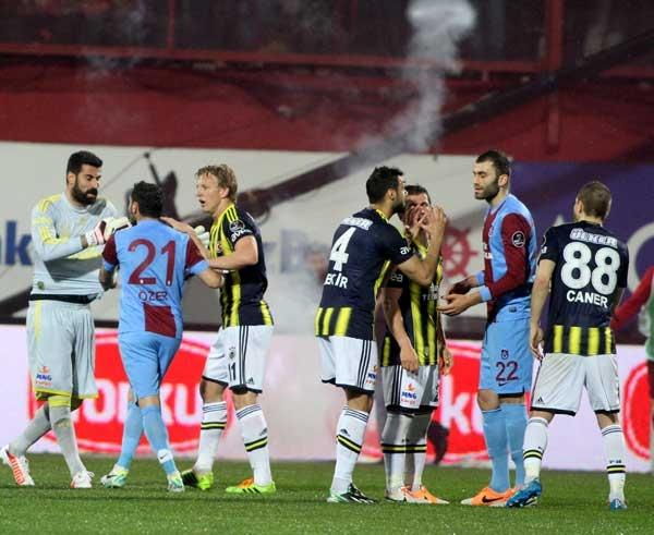 Trabzonspor - Fenerbahçe maçı tatil edildi 22