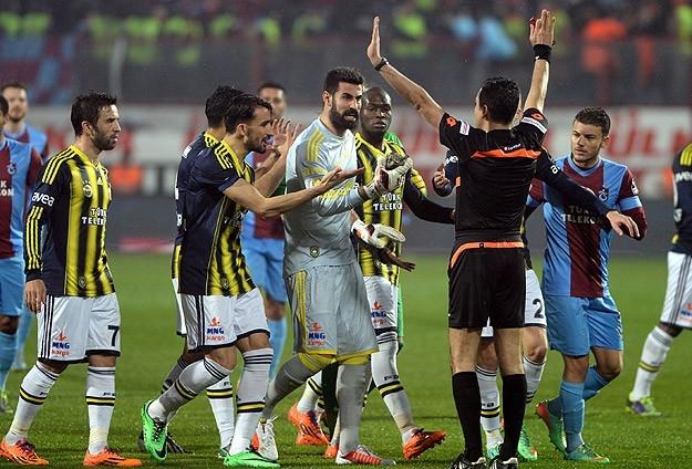Trabzonspor - Fenerbahçe maçı tatil edildi 23