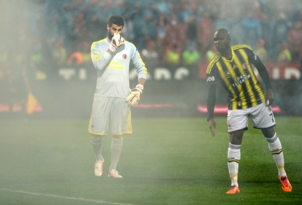 Trabzonspor - Fenerbahçe maçı tatil edildi 26