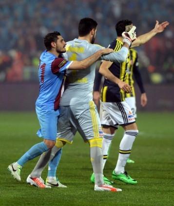 Trabzonspor - Fenerbahçe maçı tatil edildi 27