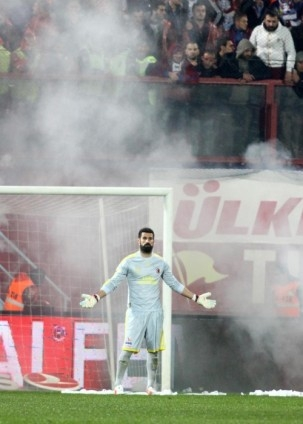 Trabzonspor - Fenerbahçe maçı tatil edildi 28