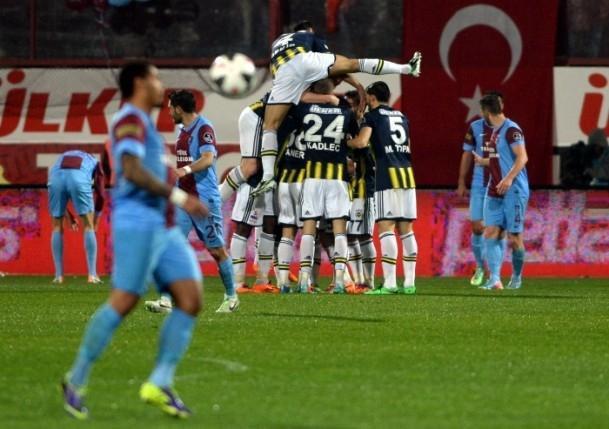 Trabzonspor - Fenerbahçe maçı tatil edildi 31