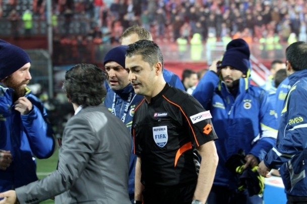 Trabzonspor - Fenerbahçe maçı tatil edildi 34