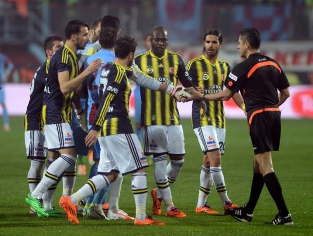 Trabzonspor - Fenerbahçe maçı tatil edildi 37