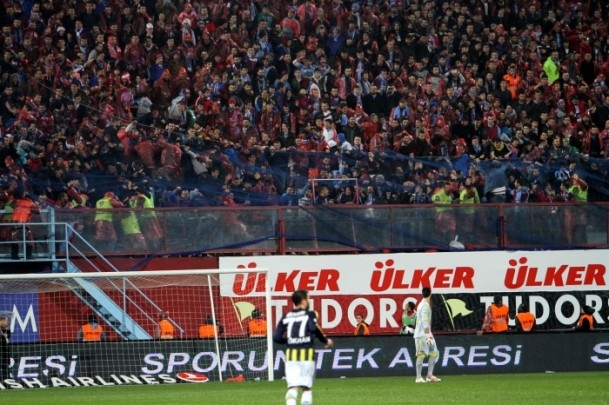Trabzonspor - Fenerbahçe maçı tatil edildi 38
