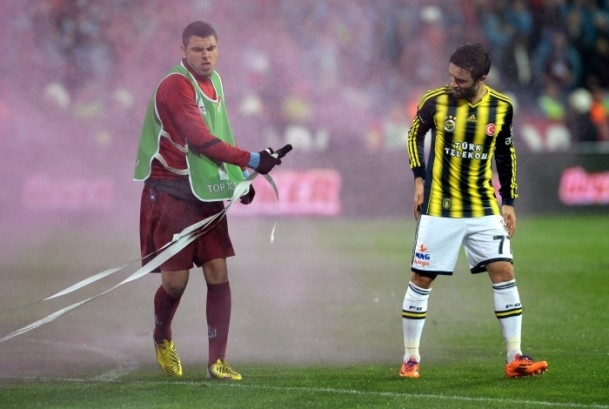 Trabzonspor - Fenerbahçe maçı tatil edildi 42