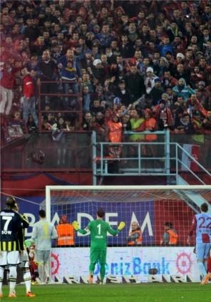 Trabzonspor - Fenerbahçe maçı tatil edildi 43