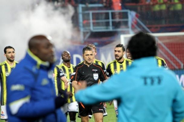 Trabzonspor - Fenerbahçe maçı tatil edildi 44