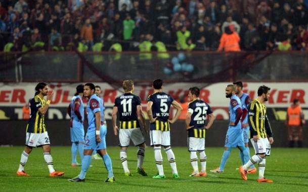 Trabzonspor - Fenerbahçe maçı tatil edildi 45