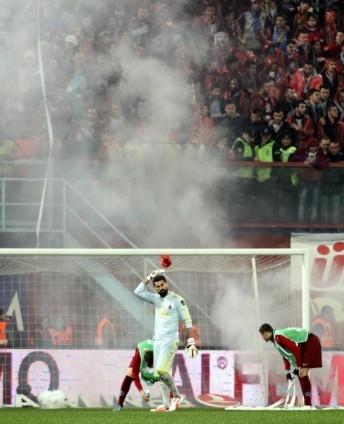 Trabzonspor - Fenerbahçe maçı tatil edildi 46