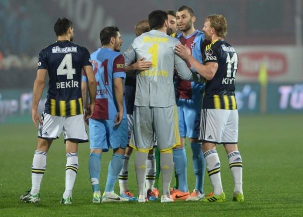 Trabzonspor - Fenerbahçe maçı tatil edildi 48