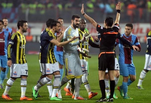 Trabzonspor - Fenerbahçe maçı tatil edildi 49