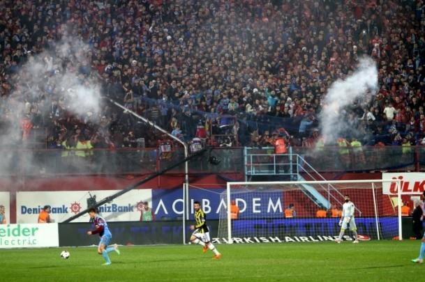 Trabzonspor - Fenerbahçe maçı tatil edildi 50