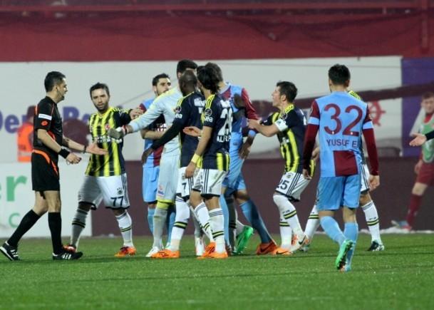 Trabzonspor - Fenerbahçe maçı tatil edildi 51