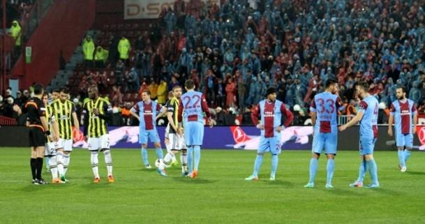 Trabzonspor - Fenerbahçe maçı tatil edildi 54