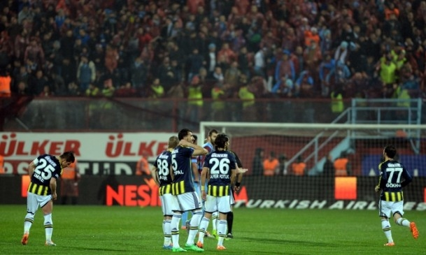 Trabzonspor - Fenerbahçe maçı tatil edildi 56
