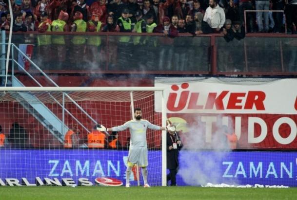 Trabzonspor - Fenerbahçe maçı tatil edildi 57
