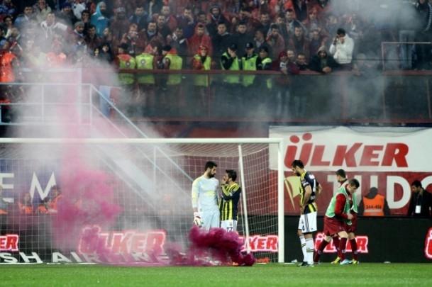 Trabzonspor - Fenerbahçe maçı tatil edildi 59