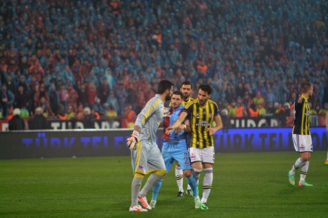 Trabzonspor - Fenerbahçe maçı tatil edildi 6