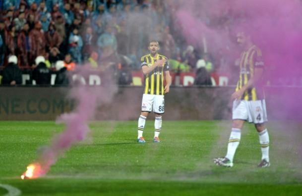 Trabzonspor - Fenerbahçe maçı tatil edildi 60