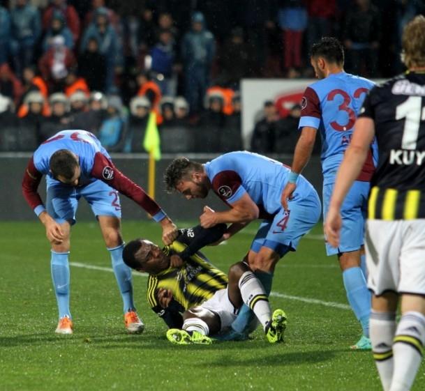 Trabzonspor - Fenerbahçe maçı tatil edildi 63