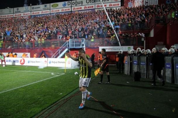 Trabzonspor - Fenerbahçe maçı tatil edildi 64