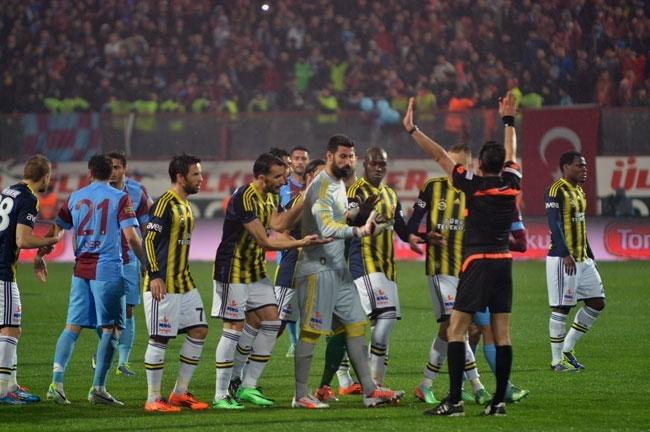 Trabzonspor - Fenerbahçe maçı tatil edildi 8