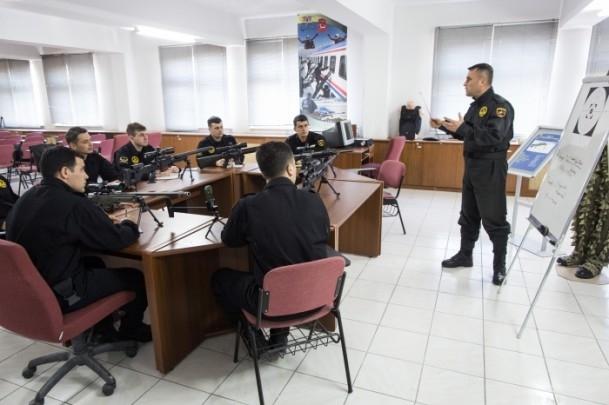 Zorlu görevlerin uzman ekibi: Keskin nişancılar 18