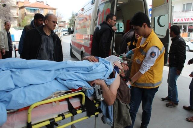 Konya'da iki kamyonet çarpıştı: 1 ölü, 7 yaralı 2