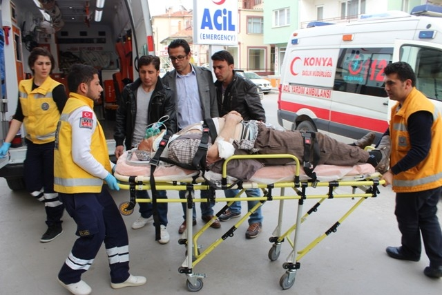 Konya'da iki kamyonet çarpıştı: 1 ölü, 7 yaralı 3