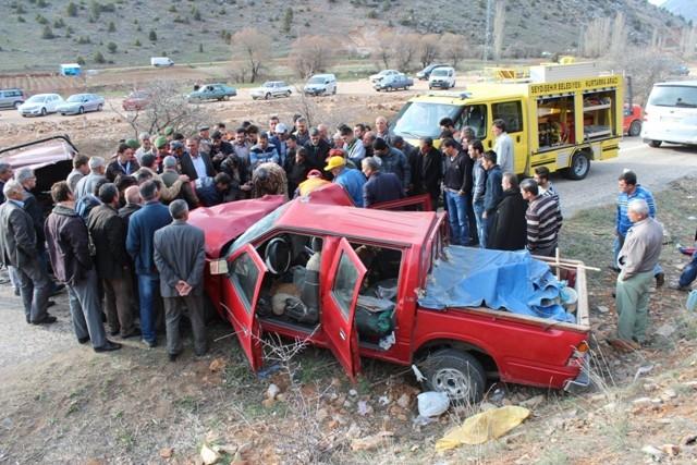 Konya'da iki kamyonet çarpıştı: 1 ölü, 7 yaralı 4