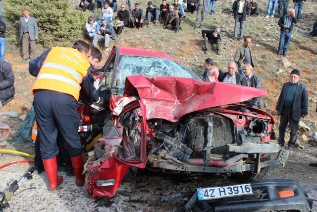 Konya'da iki kamyonet çarpıştı: 1 ölü, 7 yaralı 5