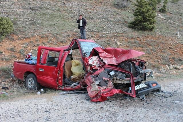 Konya'da iki kamyonet çarpıştı: 1 ölü, 7 yaralı 6