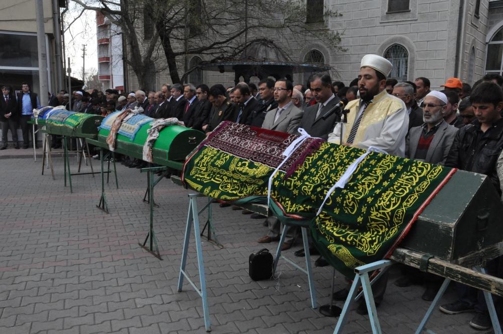 Konya'da kaza - Vefat eden 6 kişinin cenazesi toprağa verildi 10