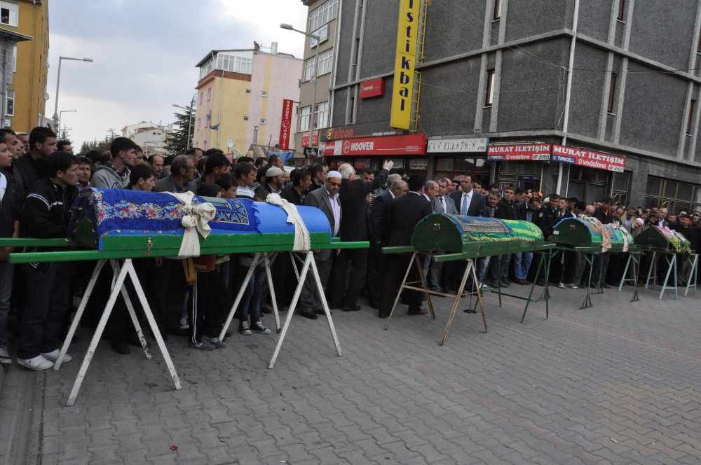 Konya'da kaza - Vefat eden 6 kişinin cenazesi toprağa verildi 2