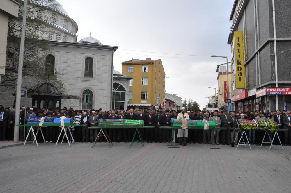 Konya'da kaza - Vefat eden 6 kişinin cenazesi toprağa verildi 8