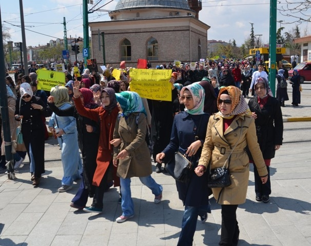 Mısır'daki idam kararları Konya'da protesto edildi 8