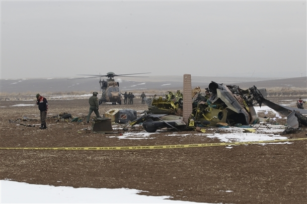 Askeri helikopter düştü: 4 şehit 1