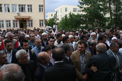 Prof. Dr. Gökmenoğlu toprağa verildi 4