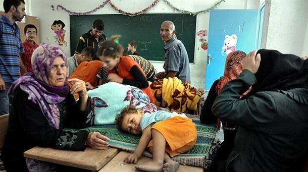 Onlarca aile bir okula sığındı 11