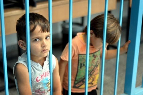 Onlarca aile bir okula sığındı 3