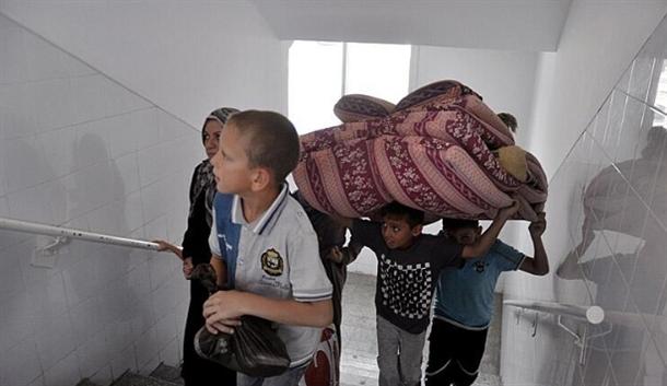 Onlarca aile bir okula sığındı 5