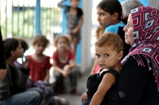Onlarca aile bir okula sığındı 8