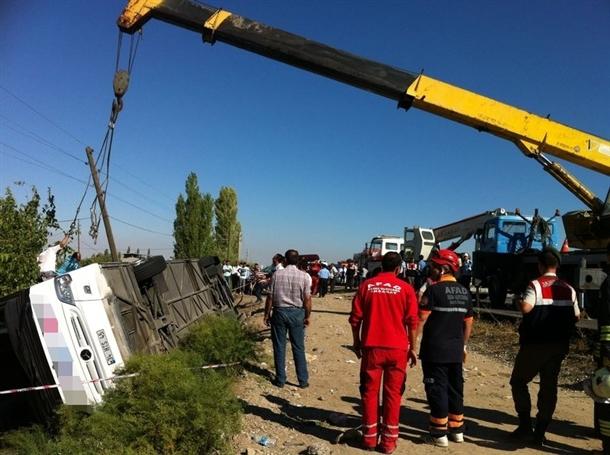 Yolcu otobüsü devrildi: 8 ölü 2