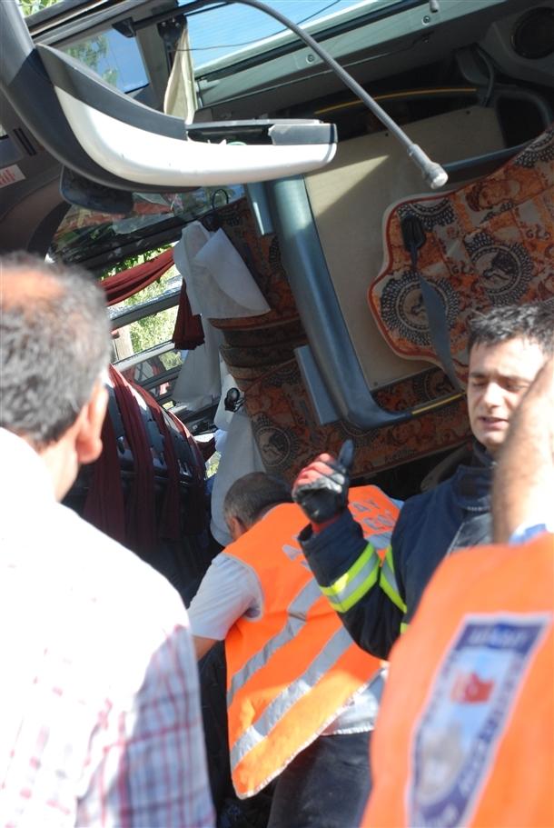 Yolcu otobüsü devrildi: 8 ölü 7