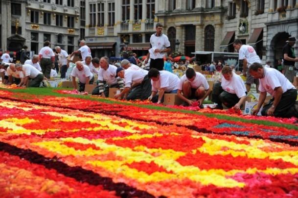 Brüksel'de çiçekten Türk halısı 1